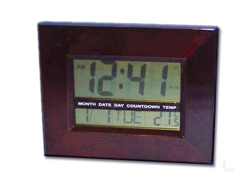 שעון קיר דיגיטלי מעץ