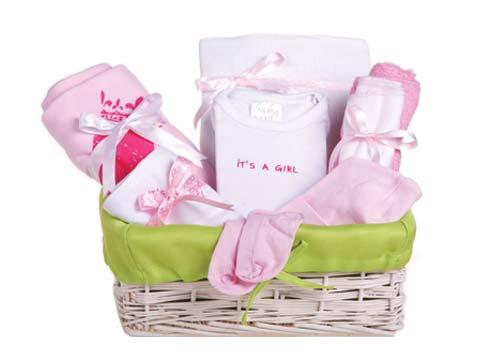 מתנה ליולדת בסלסלת קש